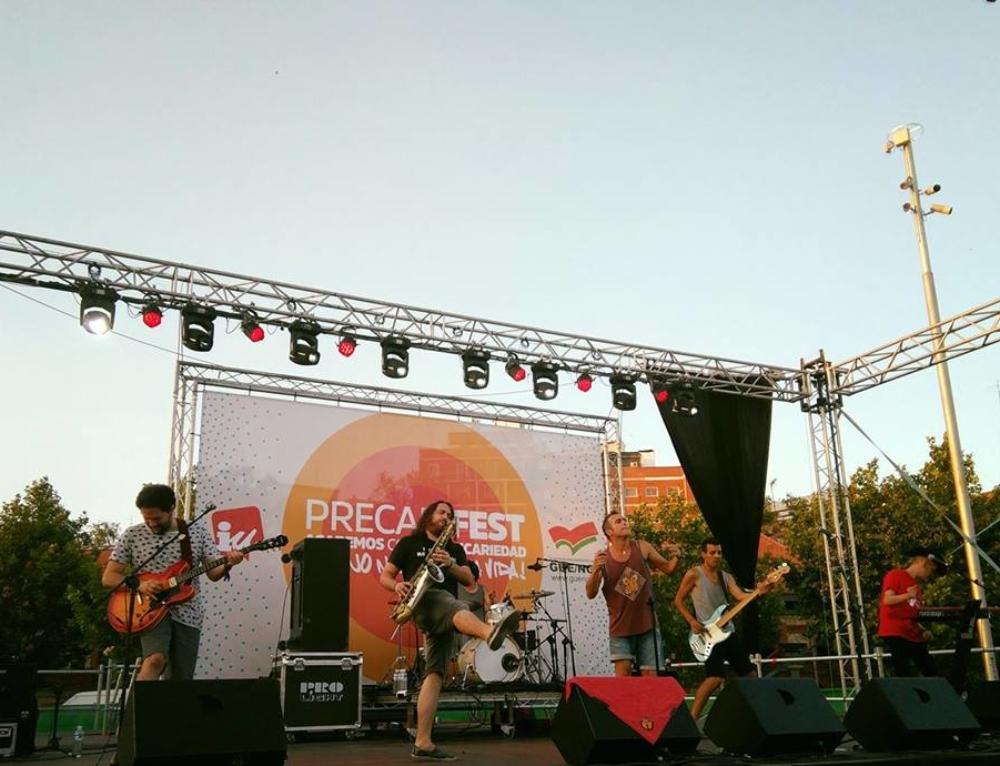2017-07-15 La Colla al Precarifest en l'actuació de Strombers